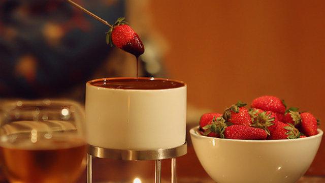 Vinho &#038; fondue ou Cheetos &#038; Fanta uva: <#break#>o que importa é você do meu lado