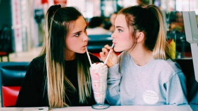 Um brinde aos amigos que permanecem